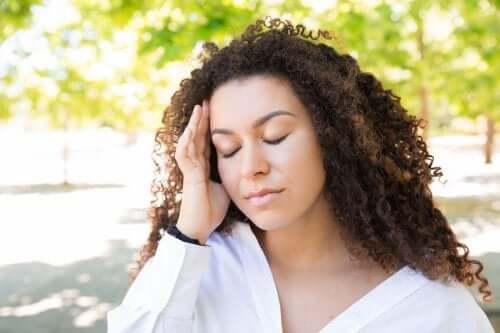 Ból głowy w lecie - jak go skutecznie złagodzić?