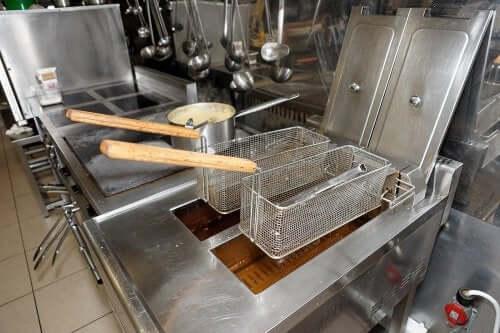 Frytownica – 4 sposoby ułatwiające jej czyszczenie