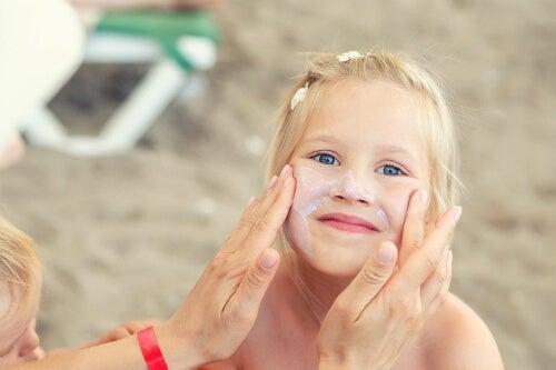 Skóra dzieci na twarzy wymaga specjalnej ochrony