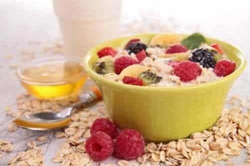 Poziom cholesterolu - zmniejsz zdrowym śniadaniem