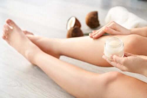 Ocet kokosowy smarowanie nóg