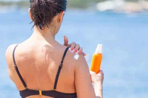Skóra poparzona od słońca - jak ją rozjaśnić?