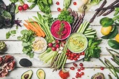 Surowa dieta - korzyści i ryzyko jakie za sobą niesie