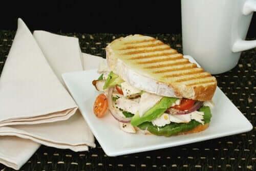 Grillowana wegańska kanapka