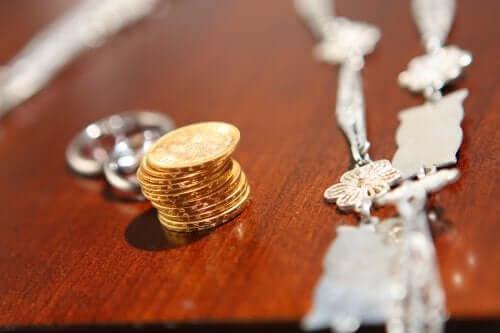Arras czyli 13 ślubnych monet: intrygująca tradycja rodem z Hiszpanii