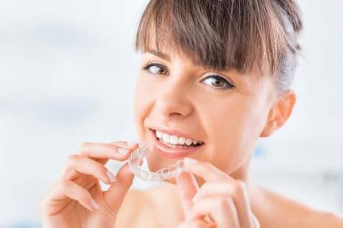 Niewidoczna ortodoncja - na czym polega ta metoda?