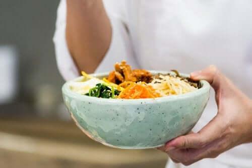 Bibimbap - czy znasz tę pyszną potrawę? Dowiedz się, jak ją przygotować!