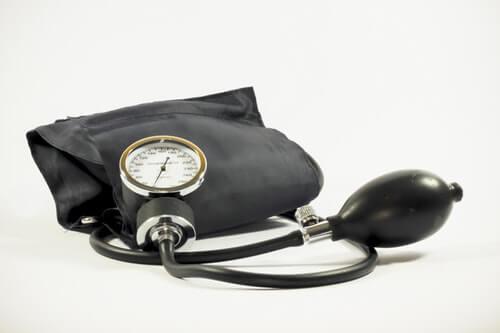 Hipertonia - mierzenie ciśnienia ciśnieniomierzem