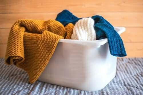 Jak prać wełnianą odzież? – poznaj najlepsze sposoby