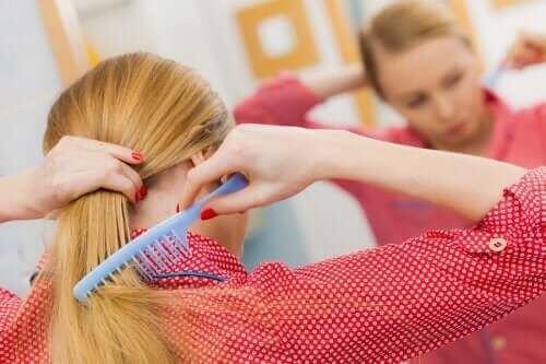 Jak zapobiec wypadaniu włosów? Oto pięć wskazówek na zdrową skórę głowy
