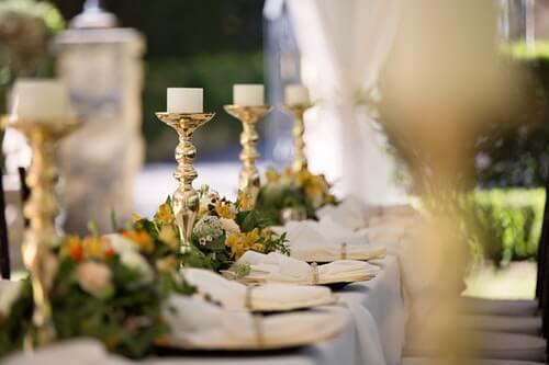 Menu weselne - przystrojony stół
