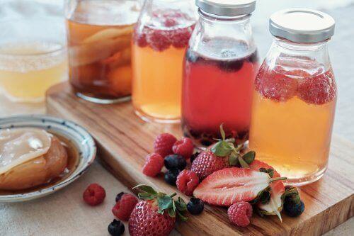 Jak zrobić napar owocowy? Poznaj pięć prostych przepisów!