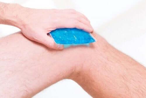 Zapalenie ścięgien, a masaż lodem