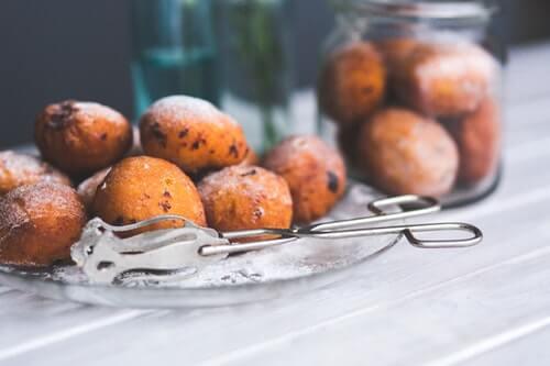 Pączki kajmakowe - poznaj domowy, prosty przepis na ten deser