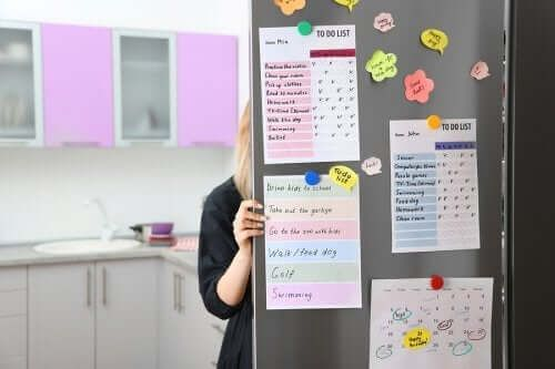 Tablica organizacyjna w kuchni - jak ją zrobić szybko i łatwo?