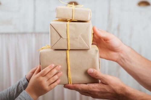 Trzy pudełka na prezenty