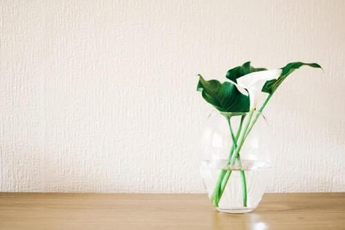 Wazonik z liliami