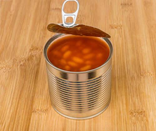 Puszka fasoli w sosie pomidorowym