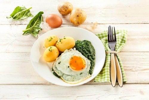 Jajko sadzone z ziemniakami