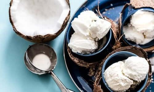 Lody kokosowe - jak je przygotować bez mleka?