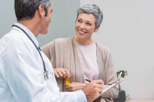 Kobieta w okresie menopauzy u lekarza