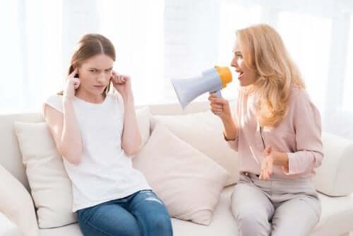 Krzyczenie na dzieci, a długoterminowe konsekwencje  tego zachowania