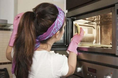 Metody czyszczenia piekarnika