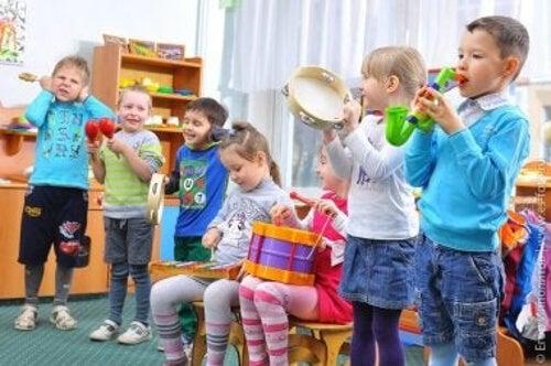 Dzieci z autyzmem w grupie