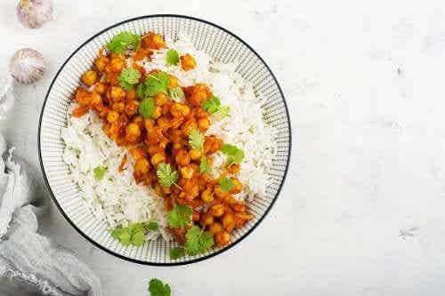 Curry z ciecierzycy z ryżem basmati - domowy przepis