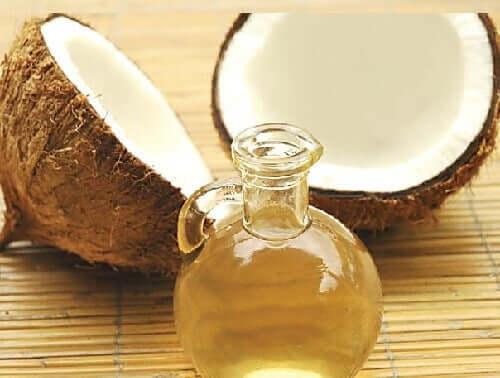 Olej kokosowy i glinka wzmacniają włosy