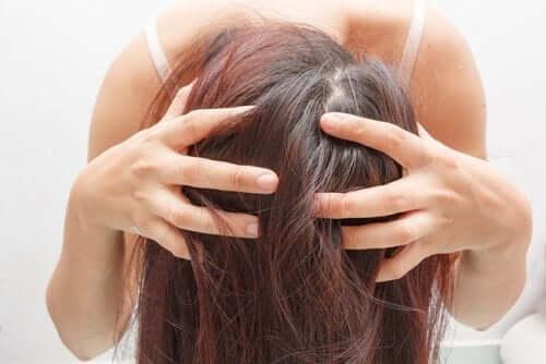 Jak działa suchy szampon?