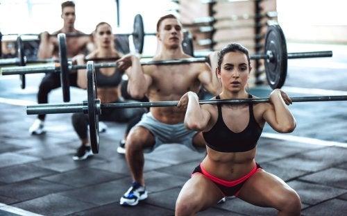 Crossfit - poznaj korzyści i potencjalne zagrożenia tej formy treningu