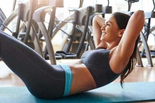 Ćwiczenia na mięśnie brzucha bezpieczne dla pleców