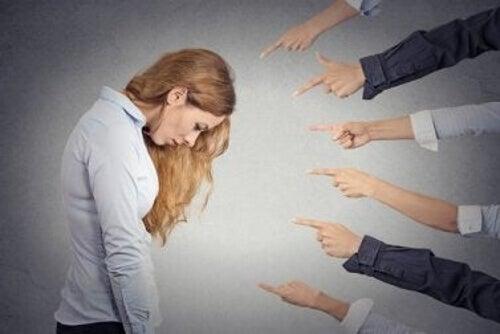 Kiedy spotykasz się z narcyzem, czujesz się coraz gorzej