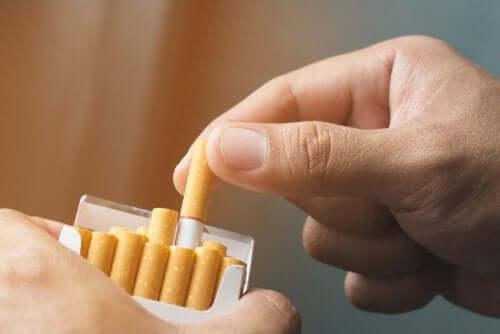 Uzależnienie od nikotyny - poznaj 3 naturalne terapie, aby je pokonać