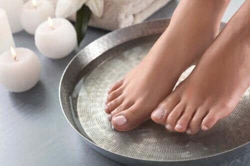 Kąpiele dla stóp: cztery doskonałe pomysły