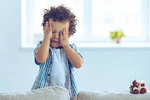 Płaczące dziecko - wstrząśnienie mózgu