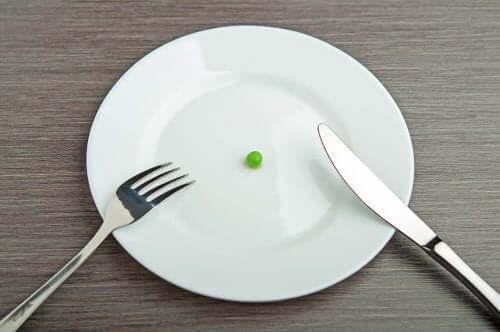 Talerz z jednym groszkiem, awitaminoza przy ścisłej diecie