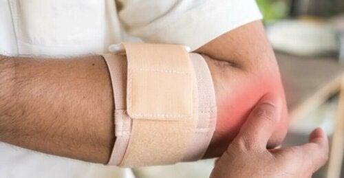 Usztywniacz ortopedyczny na łokieć