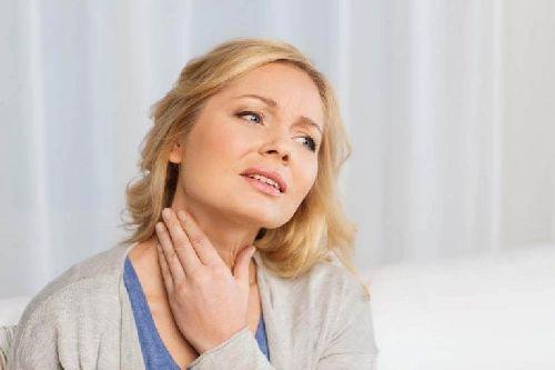 Guzki tarczycy: objawy i przyczyny