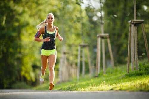 Ćwiczenia fizyczne i cykl miesiączkowy: co je łączy