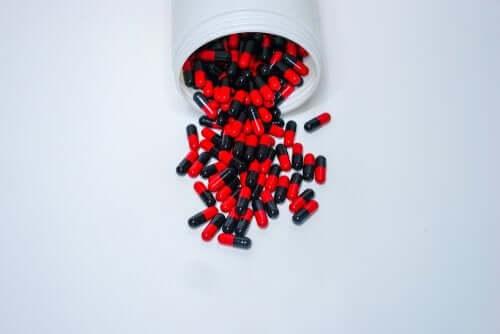 Ampicylina: dawkowanie i środki ostrożności