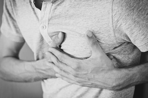 Ból w klatce piersiowej - co dla nas oznacza?