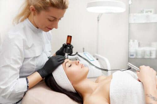 Radiofrekwencja skóry twarzy: poznaj jej zalety
