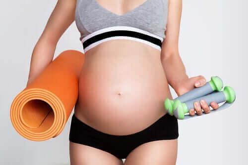 Ćwiczenia w ciąży: o czym należy pamiętać?