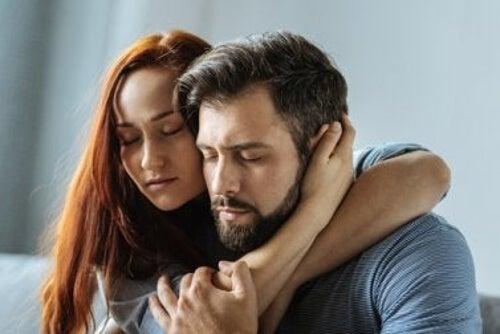 Przywiązanie w relacjach miłosnych