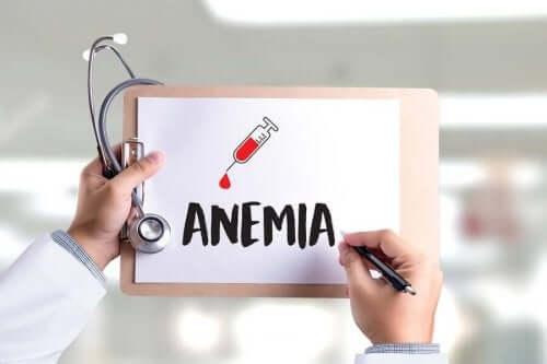 Słowo anemia napisane na kartce
