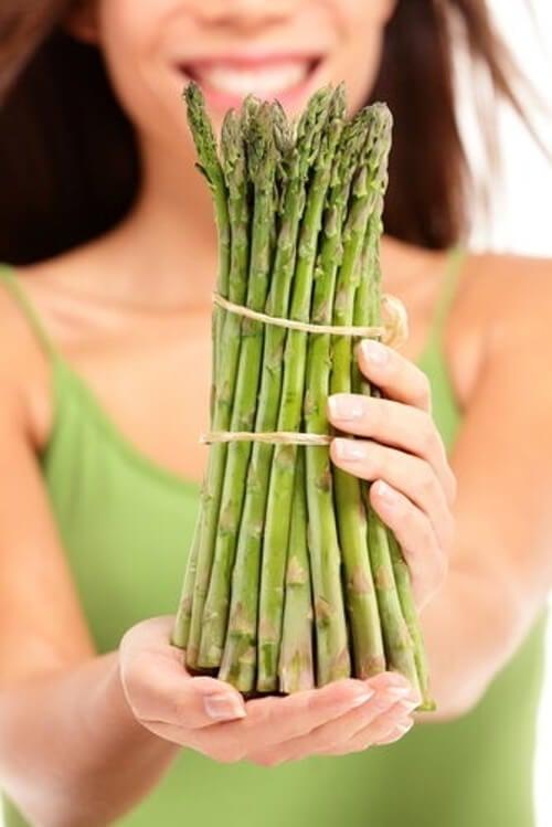Zapach moczu po zjedzeniu szparagów - dlaczego jest tak intensywny?