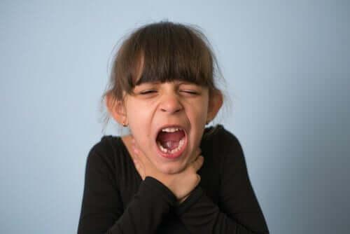Zadławienie u dzieci: co robić i jak temu zapobiegać?
