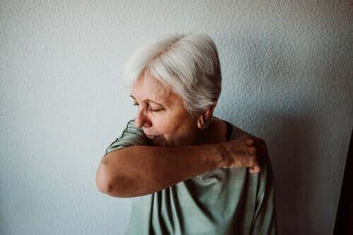 Kichająca kobieta